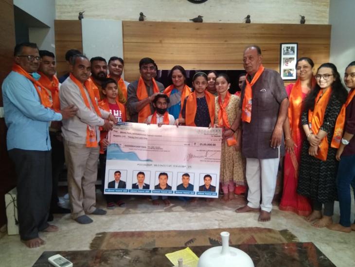 વેરાવળના પરિવારે રામ મંદિર માટે રૂ. 25 લાખનું દાન આપ્યું|વેરાવળ,Veraval - Divya Bhaskar