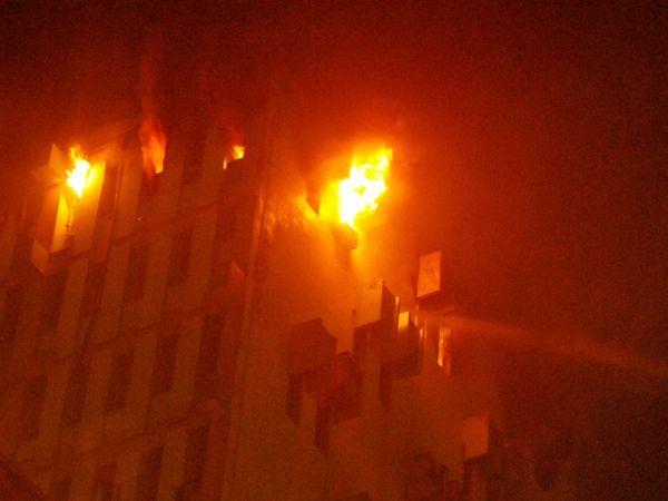 રેલવેની બહુમાળી ઈમારતમાં આગ લાગતાં 4 ફાયર ફાઇટર સહિત 9 લોકોનાં મોત; CM મમતા બેનર્જી ઘટનાસ્થળે પહોંચ્યાં|ઈન્ડિયા,National - Divya Bhaskar