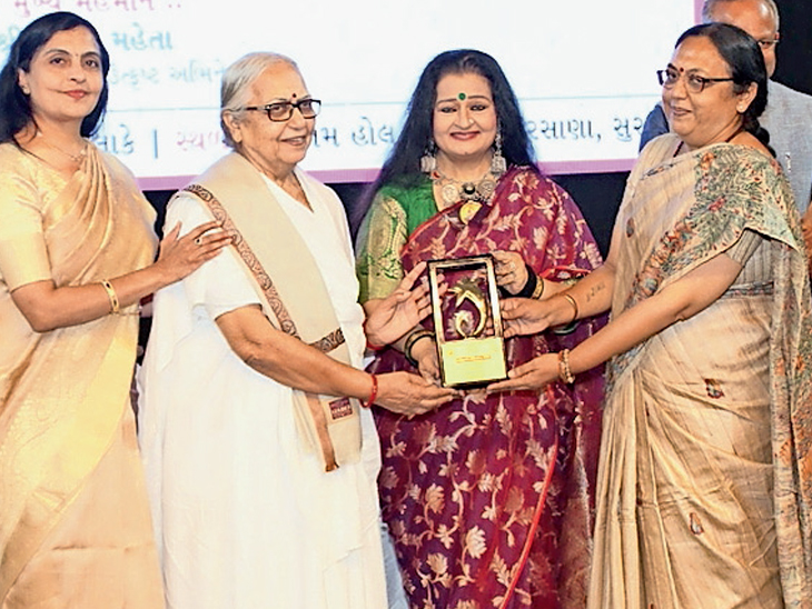 ચેમ્બરે અલગ અલગ ક્ષેત્રની 59 મહિલાને નારી ગૌરવ એવોર્ડ આપ્યા|સુરત,Surat - Divya Bhaskar
