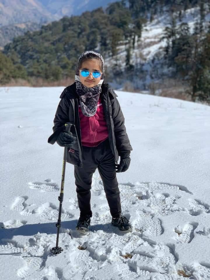હાડ થીજવતી ઠંડીમાં મોરબીની 8 વર્ષની ક્રિષ્નાએ ઉત્તરાખંડનો 11830 ફૂટ ઉંચો શિખર શર કર્યો|સુરેન્દ્રનગર,Surendranagar - Divya Bhaskar
