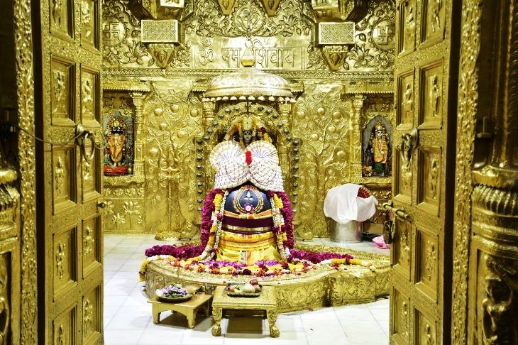 શિવરાત્રીએ સોમનાથ મંદિરના દ્વાર ખુલતા જ ભાવિકોનું ઘોડાપુર ઉમટ્યુ, સવારે 4 વાગ્યાથી શિવભક્તોની લાંબી લાઈન|જુનાગઢ,Junagadh - Divya Bhaskar