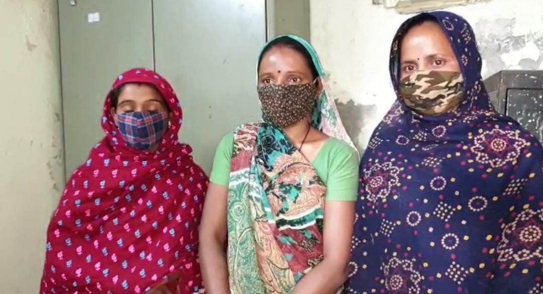 અંકલેશ્વરના મારૂતિ જવેલર્સમાં એક મહિલાની સોનાની બંગડીઓની ચોરી કરી ફરાર થઇ ગયેલી ત્રણ મહિલાઓ ઝડપાઇ|ભરૂચ,Bharuch - Divya Bhaskar