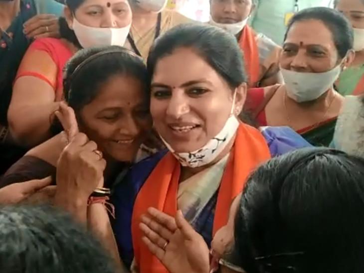 સુરતનાં નવાં મેયર તરીકે હેમાલી બોઘાવાલા અને ડેપ્યુટી મેયર તરીકે દિનેશ જોધાણીનાં નામ પર કળશ ઢોળાયો, વિરોધ પક્ષના નેતા તરીકે 'આપ'ના ધર્મેશ ભંડેરી|સુરત,Surat - Divya Bhaskar