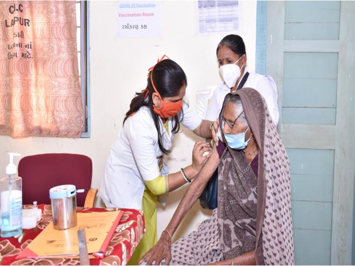 રાજકોટમાં વેક્સિનેશન માટે વડીલોનો યુવાનો જેવો ઉત્સાહ, આજે બપોરે 1 વાગ્યા સુધીમાં શહેરમાં 2718 નાગરિકોએ રસી લીધી રાજકોટ,Rajkot - Divya Bhaskar