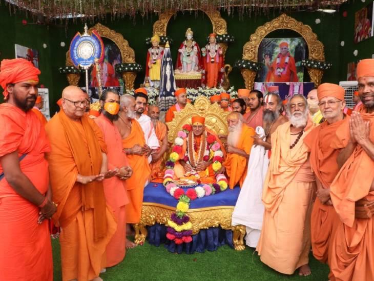 અમદાવાદમાં સ્વામિનારાયણ ગાદી સુવર્ણ મહોત્સવ અંતર્ગત આચાર્ય પુરુષોત્તમપ્રિયદાસજી સ્વામી મહારાજ સ્મૃતિ સત્ર યોજાયુ અમદાવાદ,Ahmedabad - Divya Bhaskar