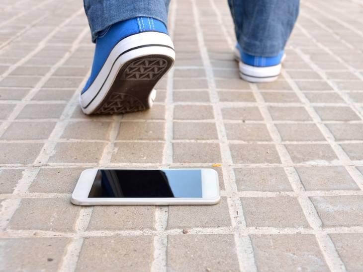 ફોન ખોવાઈ ગયો હોય કે ચોરી થઈ ગયો હોય હવે ફિકર નોટ, આ સ્ટેપ્સ ફોલો કરી ફોનનું લોકેશન ટ્રેક કરો અને ડેટા સિક્યોર કરો|ગેજેટ,Gadgets - Divya Bhaskar