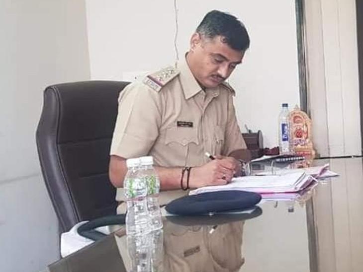 કમિશનર ઓફિસ પાછળ ચાલતા જુગાર ધામ પર સ્ટેટ મોનિટરીંગ સેલની રેડ બાદ એક્શન, માધવપુરા PI અને ડી-સ્ટાફના PSI સસ્પેન્ડ|અમદાવાદ,Ahmedabad - Divya Bhaskar
