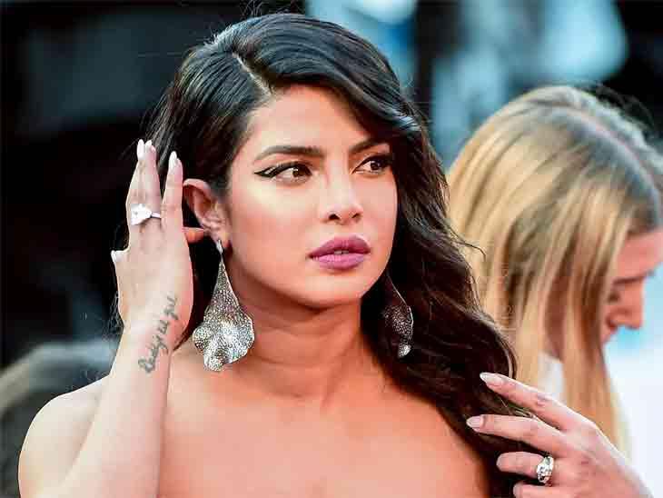 પ્રિયંકા-નિકની ઓસ્કર નોમિનેશનની જાહેરાત અંગે પત્રકારે સવાલ કર્યો, એક્ટ્રેસના જવાબથી અંતે પોસ્ટ ડિલીટ કરી|બોલિવૂડ,Bollywood - Divya Bhaskar