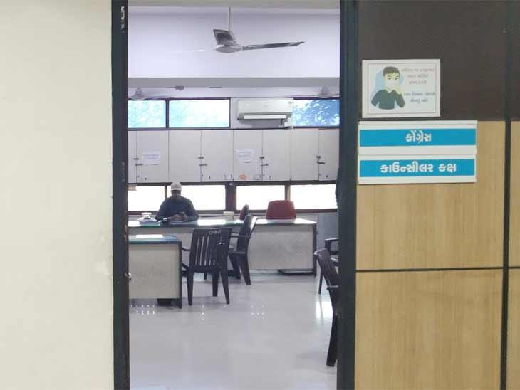 અમદાવાદ કોર્પોરેશનમાં પણ કોંગ્રેસ નેતા વિહોણી બની, ઓફિસને હજી તાળાં અને કોર્પોરેટરો ફરકતા પણ નથી|અમદાવાદ,Ahmedabad - Divya Bhaskar