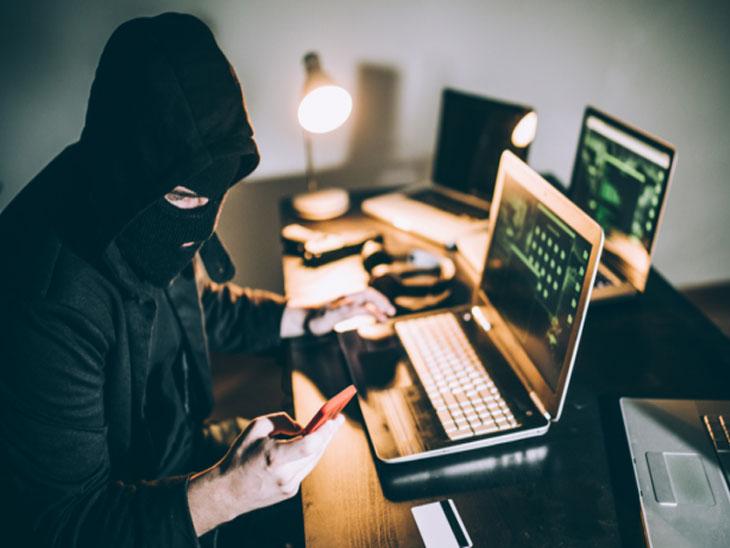 વડોદરામાં બેંક મેનેજર સાથે 25 લાખની છેતરપિંડી, બેંકના નામે ખોટો ઈ-મેઈલ કરીને ભેજાબાજે પૈસા ખાતામાં ટ્રાન્સફર કરાવી લીધા|વડોદરા,Vadodara - Divya Bhaskar
