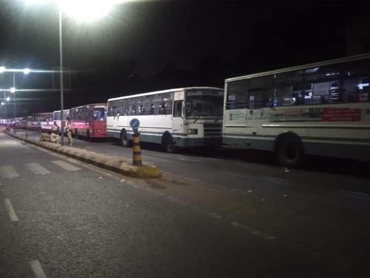 અમદાવાદ-ગાંધીનગર વચ્ચે રાત્રિ કર્ફ્યૂને પગલે રાત્રિ બસ સેવા બંધ કરી દેવાઈ છે- ફાઈલ તસવીર