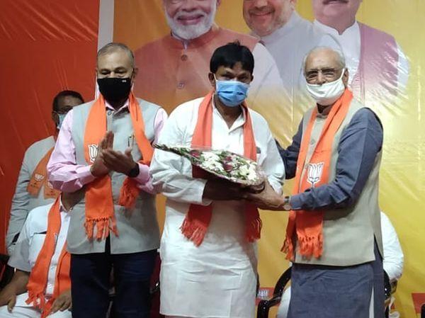 AMCમાં વિવિધ કમિટીનાં નામોની પસંદગીમાં વિવાદ, પ્રભારી અને શહેર પ્રમુખની વિરુદ્ધમાં રજૂઆત, ધર્મેન્દ્ર શાહને ખાસ જવાબદારી સોંપાઈ|અમદાવાદ,Ahmedabad - Divya Bhaskar