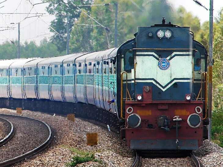 અમદાવાદથી પસાર થતી 8 ફેસ્ટિવલ સ્પેશિયલ ટ્રેન સેવાઓનું વિસ્તરણ, PRS કાઉન્ટર્સ અને IRCTC વેબસાઇટથી બુકિંગ કરી શકાશે|અમદાવાદ,Ahmedabad - Divya Bhaskar