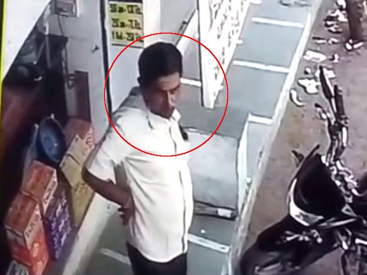 સુરતના પુણા વિસ્તારમાં કરિયાણાના દુકાનદારને વાતોમાં ભોળવી દઈને બે ગઠિયાઓ 6 હજારની ઠગાઈ કરી નાસી ગયા, CCTV સુરત,Surat - Divya Bhaskar