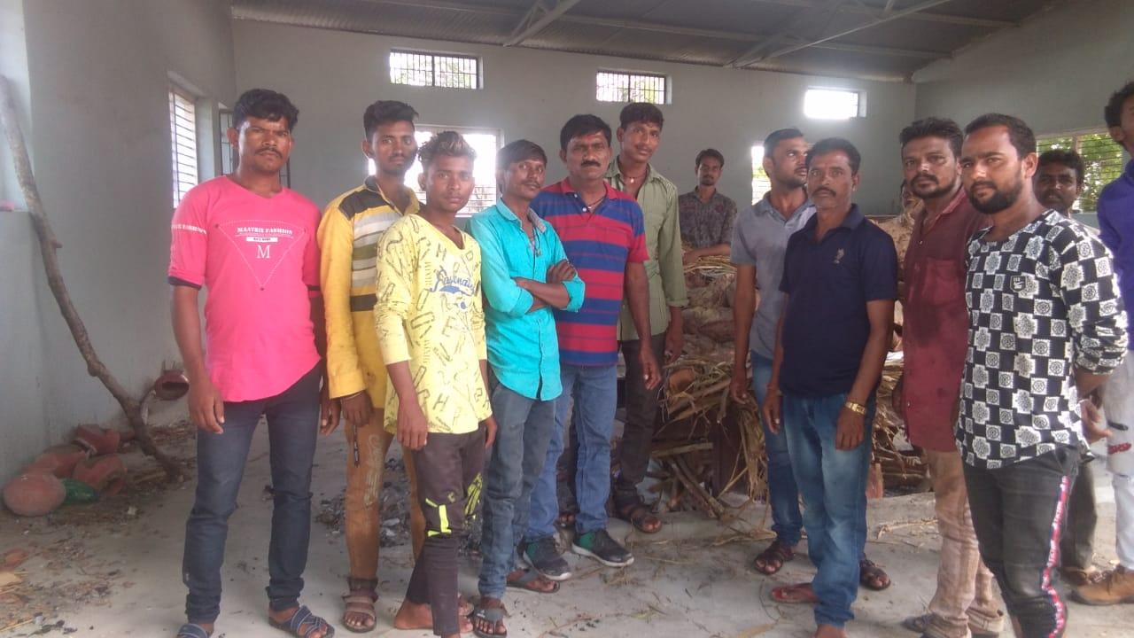 પાટડીમાં બીનવારસી લાશોની અંતિમવિધિ કરતું અનોખું મિત્ર મંડળ, 15 વર્ષમાં 80 લાશોની અંતિમવિધિ કરી|સુરેન્દ્રનગર,Surendranagar - Divya Bhaskar