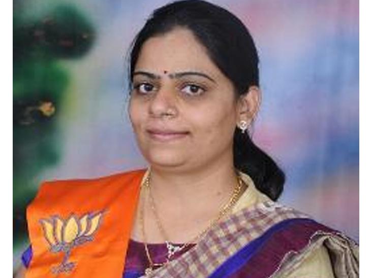 મોરવાહડફ બેઠકની પેટાચૂંટણી માટે ભાજપે નિમિષા સુથાર અને કોંગ્રેસના ઉમેદવાર તરીકે સુરેશ કટારાનું નામ જાહેર અમદાવાદ,Ahmedabad - Divya Bhaskar