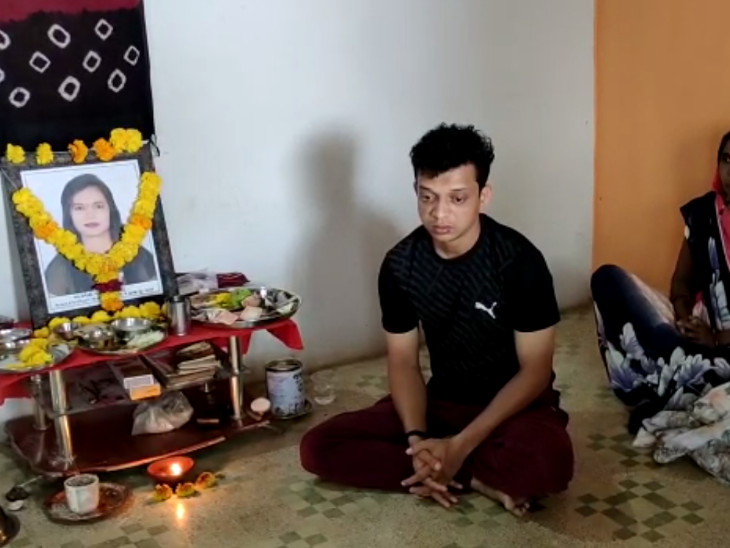 સુરતમાં એક્સિડન્ટ કરનાર અતુલ વેકરિયા તરફથી મૃતકના પરિવારને ફોન પર લાલચ, રાજકીય વગથી કેસને રફેદફે કરવા પ્રયાસ|સુરત,Surat - Divya Bhaskar