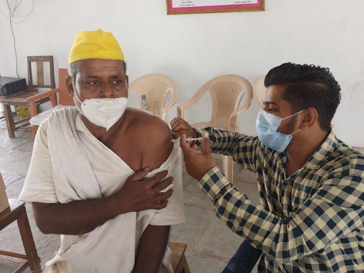 રાજકોટમાં મધ્યસ્થ જેલના 157 કેદીઓ સહિત બપોર સુધીમાં 4574 લોકોએ રસી મુકાવી, ખોડલધામ ટ્રસ્ટ દ્વારા પાંચ વિસ્તારોમાં 2 એપ્રિલ સુધી મેગા વેકસીનેશન કેમ્પનું આયોજન રાજકોટ,Rajkot - Divya Bhaskar