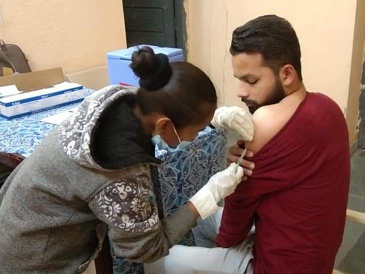 વડોદરા જિલ્લામાં 45થી વધુ ઉંમરના 9535 લોકોએ વેક્સિનનો પ્રથમ ડોઝ લીધો, ડો. શિતલ મિસ્ત્રીએ રસી લીધા બાદ એન્ટીબોડી લેવલ 103.5 આવ્યું વડોદરા,Vadodara - Divya Bhaskar