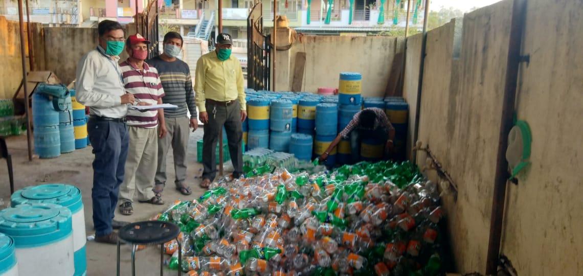 દાહોદ જિલ્લામાં ખોરાક અને ઔષધ નિયમન દ્વારા ખાદ્ય પદાર્થની દુકાનો તથા દૂધમંડળીઓ પર સપાટો બોલાવ્યો|દાહોદ,Dahod - Divya Bhaskar