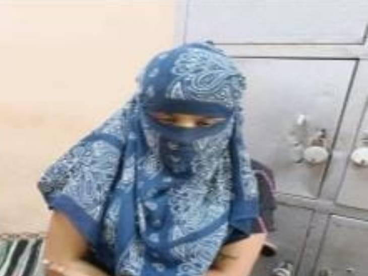 અમદાવાદમાં સ્પાની આડમાં ચાલતું કૂટણખાનું ઝડપાયું, યુવતીઓને 300 રૂપિયામાં અનૈતિક કામ માટે મજબૂર કરાતી; 3ની ધરપકડ|અમદાવાદ,Ahmedabad - Divya Bhaskar