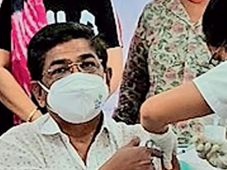 સુરતમાં વેક્સિનના બે ડોઝ લીધાના 35 દિવસ પછી 3 ડોક્ટરને કોરોના સુરત,Surat - Divya Bhaskar