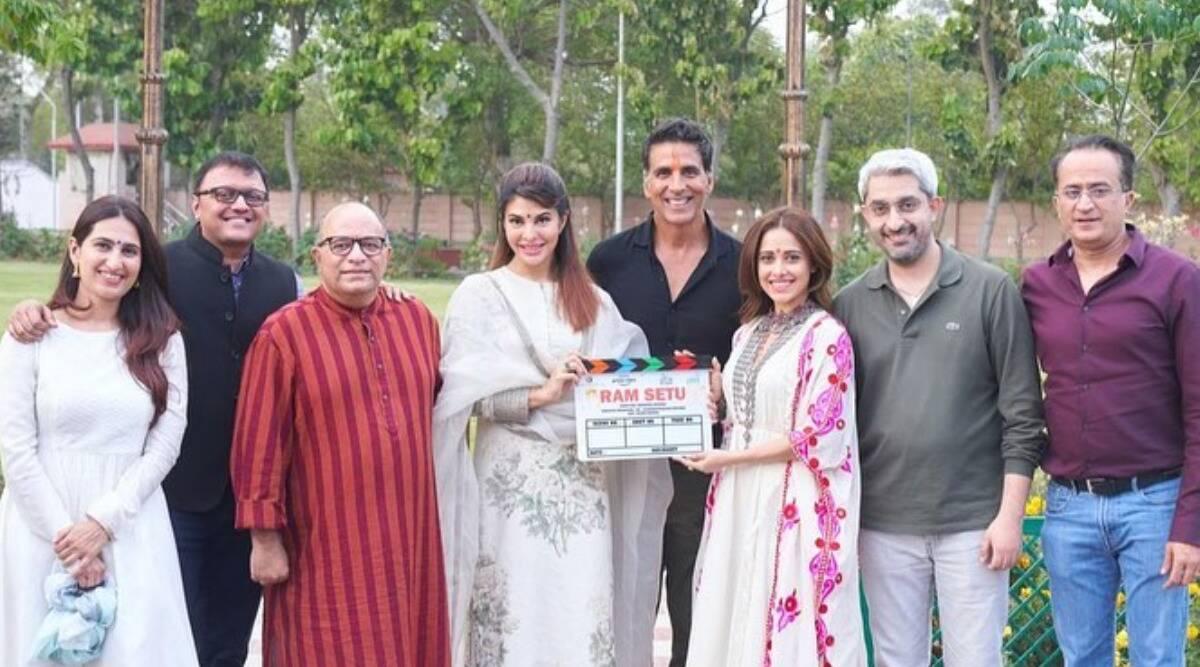 અક્ષય કુમાર હોસ્પિટલમાં દાખલ, ફિલ્મ 'રામ સેતુ'ના સેટ પર 45 જુનિયર આર્ટિસ્ટ્સ કોરોના પોઝિટિવ, ફિલ્મનું શૂટિંગ પોસ્ટપોન થયું|બોલિવૂડ,Bollywood - Divya Bhaskar