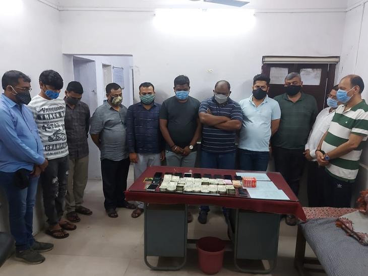 ઉધનામાં જુગારધામ ચલાવતા બિલ્ડર સહિત 11 પકડાયા સુરત,Surat - Divya Bhaskar