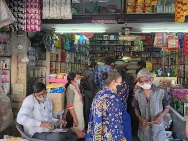 ખરીદી માટે આણંદના બજારોમાં મોડી સાંજે ભારે ભીડ ઉમટી પડી|આણંદ,Anand - Divya Bhaskar