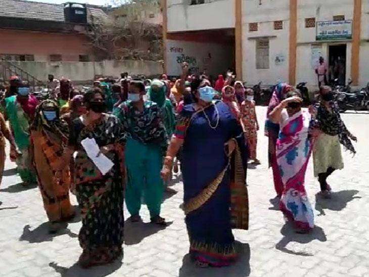 જેતપુરમાં રોડ,પાણી પ્રશ્ને પાલિકામાં મહિલાઓના ધરણાં અને ઉપવાસ|જેતપુર,Jetpur - Divya Bhaskar