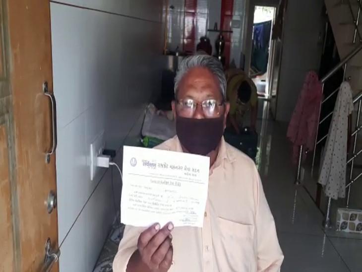 રાજકોટ મનપાની બેદરકારી સામે આવી, એક જ દર્દીનો ધનવંતરી રથમાં રિપોર્ટ પોઝિટિવ, જ્યારે ટેસ્ટિંગ બૂથમાં રિપોર્ટ નેગેટિવ|રાજકોટ,Rajkot - Divya Bhaskar