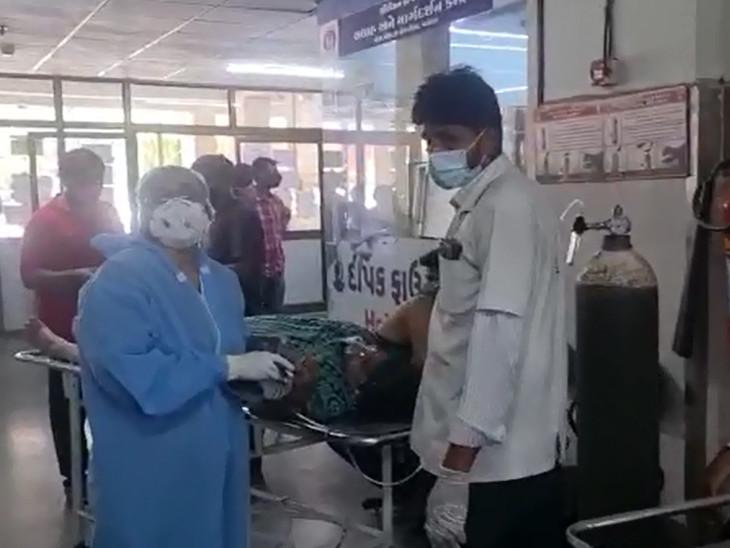 વડોદરાની સયાજી હોસ્પિટલમાં બેડ ન મળતા લોબીમાં જ ઓક્સિજન લગાવીને કોરોનાના દર્દીઓની સારવાર થાય છે, હોસ્પિટલો હાઉસફૂલ થઇ ગઇ|વડોદરા,Vadodara - Divya Bhaskar