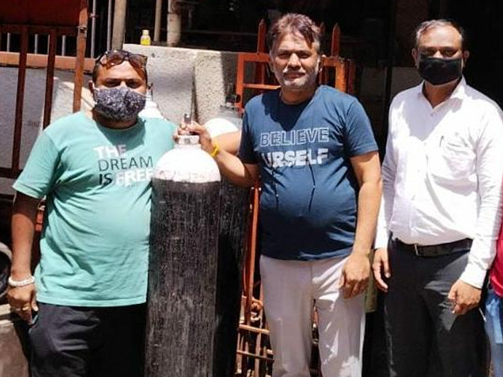 રાજકોટમાં ઓક્સિજનની માંગ વધતા સિલિન્ડરનો ભાવ વધ્યો, હવે એક સિલિન્ડરનું ભાડું 316 રૂપિયા, રોજના 300થી 400 સિલિન્ડર ભાડેઅપાય છે|રાજકોટ,Rajkot - Divya Bhaskar