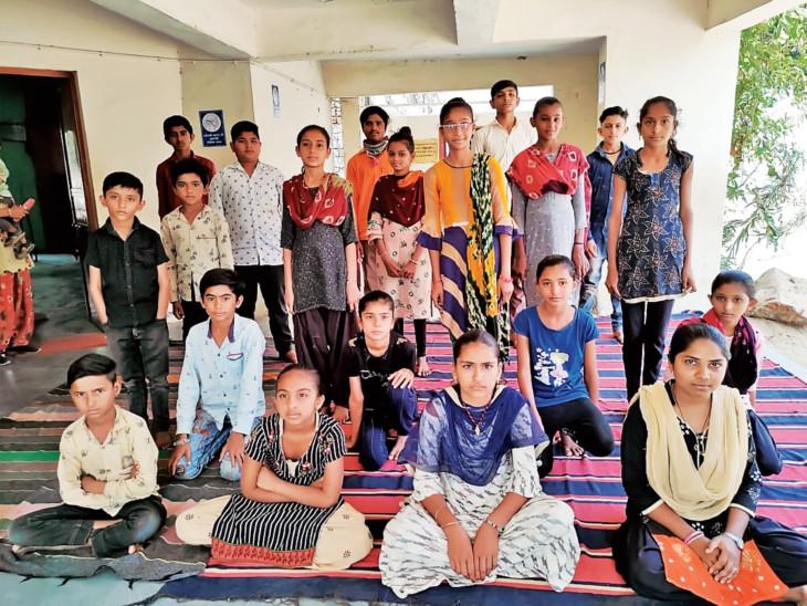 શિક્ષણની સાથે 'બાળલેખકો' તૈયાર કરતી સરહદ પરના સૂઈગામની અનોખી શાળા, 8થી 12 વર્ષના 32 લેખકો તૈયાર કર્યા સુઇગામ,Suigam - Divya Bhaskar