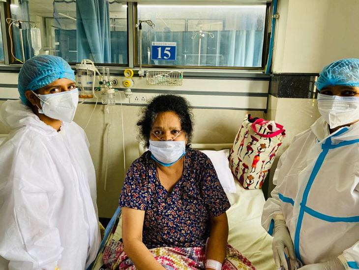 અમદાવાદ સિવિલ મેડિસીટીમાં દર્દીને 27 દિવસની સારવાર બાદ રજા અપાઈ ત્યારે તેમના ચહેરા પર સ્મિત હતું અને હ્રદયમાં સંતોષનો ભાવ|અમદાવાદ,Ahmedabad - Divya Bhaskar