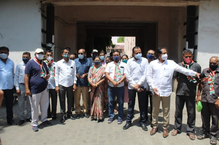 ભાવનગરમાં કોરોના દર્દીઓને પડતી મુશ્કેલીઓ બાબતે કોંગ્રેસ આગેવાનોએ કલેક્ટરને આવેદનપત્ર આપ્યું|ભાવનગર,Bhavnagar - Divya Bhaskar