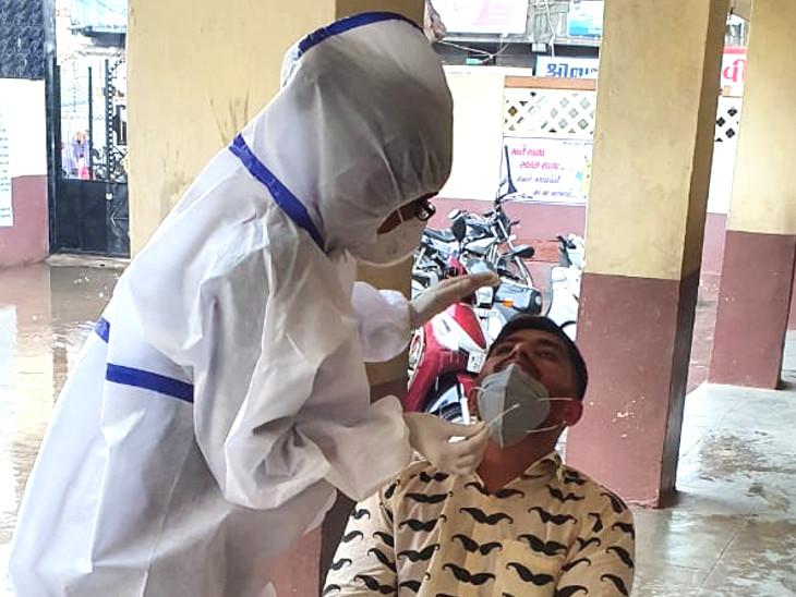 જસદણના મામલતદાર સહિત 90 દર્દી આવ્યા કોરોના પોઝિટિવ, તાલુકા સેવાસદનમાં બેસતી કચેરીના ત્રણ કર્મી પણ સંક્રમિત|જસદણ,Jasdan - Divya Bhaskar