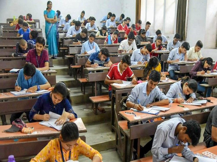 CBSEએ ધોરણ 12ની પરીક્ષા મોકૂફ રાખતાં વાલીઓએ ગુજરાત બોર્ડની પરીક્ષાઓ મોકૂફ રાખવા માગ કરી હતી.