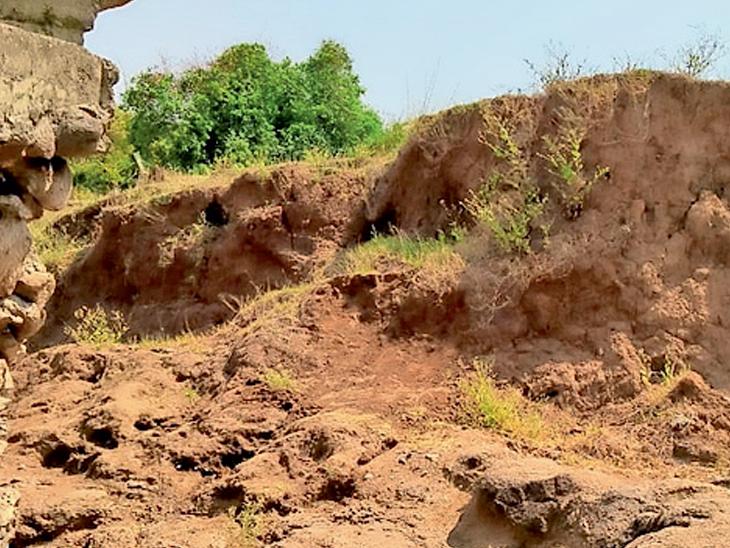વાંસદાના કુરેલીયા ગામે કાવેરો નદીના ચેકડેમમાં ભંગાણ ઉનાઈ,Unai - Divya Bhaskar