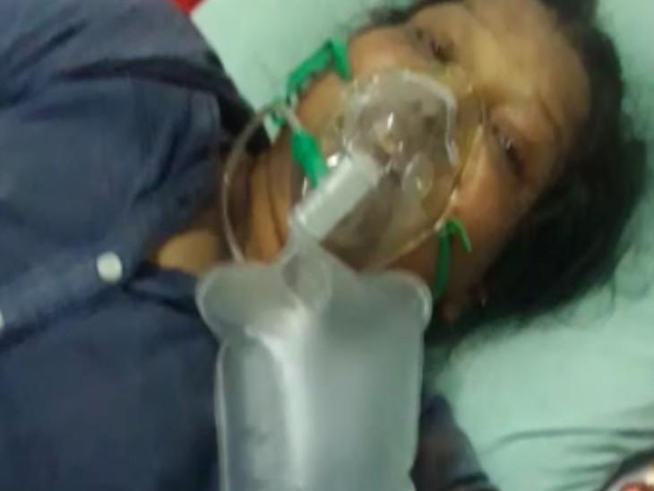 સુરત કોવિડ હોસ્પિટલમાં માતાના મોતથી દીકરીએ આક્ષેપ સાથે કહ્યું, 'સારવાર ન અપાતી હોવાની ફરિયાદ ન કરી હોત તો માતા બચી ગઈ હોત'|સુરત,Surat - Divya Bhaskar