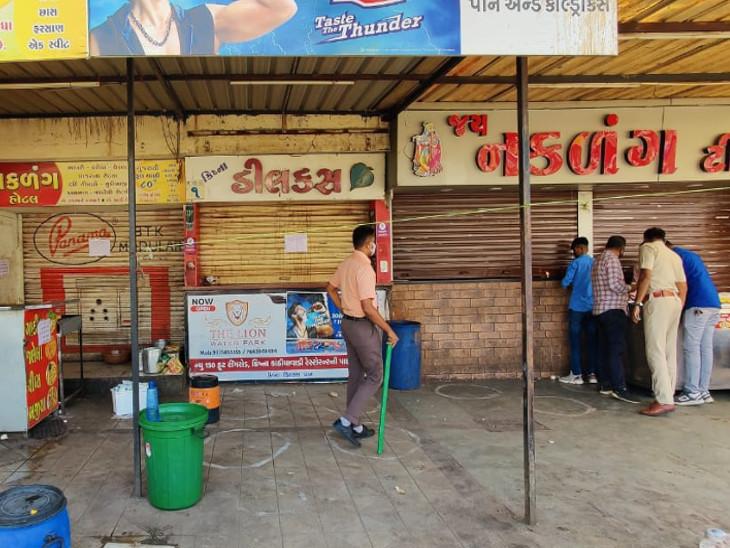રાજકોટ પોલીસે 11 દુકાનો 7 દિવસ માટે સીલ કરી, સોશિયલ ડિસ્ટન્સ ન જળવાતું હોવાથી કડક કાર્યવાહી કરવામાં આવી|રાજકોટ,Rajkot - Divya Bhaskar