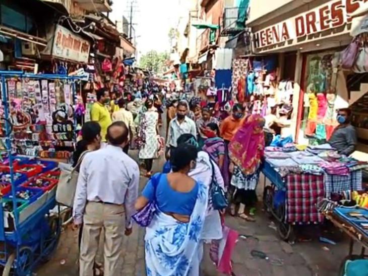 વડોદરા-શહેર જિલ્લાના બજારો આખો દિવસ ધમધમી રહ્યા છે, સોશિયલ ડિસ્ટન્સ ન જળવાતા સંક્રમણ હજી વધે તેવી દહેશત વડોદરા,Vadodara - Divya Bhaskar
