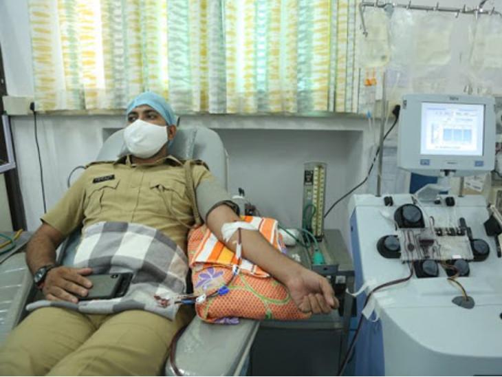 રાજકોટના કોરોના દર્દીને પ્લાઝમાની જરૂર પડે તો પોલીસનો સંપર્ક કરે, CPએ કોરોનાને મ્હાત આપનાર પોલીસ કર્મચારીઓને પ્લાઝમા ડોનેટ કરવા સૂચના આપી|રાજકોટ,Rajkot - Divya Bhaskar