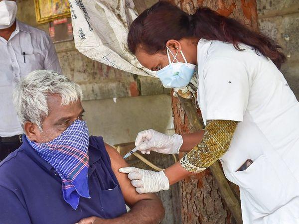 કોંગ્રેસે પૂછ્યું- શું વેક્સિન કંપનીઓને ફાયદો કરાવવા માંગે છે કેન્દ્ર સરકાર, 45 વર્ષથી ઓછી ઉંમરના ગરીબોને ફ્રી વેક્સિનેશન શા માટે નહી? ઈન્ડિયા,National - Divya Bhaskar