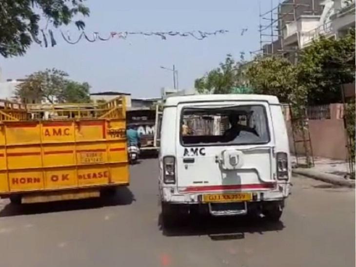 AMCની ઢોર પકડતી ટીમનો કર્મચારી લાંચ લેતા રંગે હાથ ઝડપાયો, ફરિયાદીના ઢોર ન પકડવા 20 હજારનો હપ્તો માગ્યો હતો અમદાવાદ,Ahmedabad - Divya Bhaskar