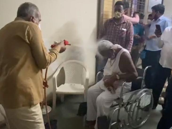 સુરતમાં કોરોના પોઝિટિવ દર્દીઓનું ઓક્સિજન લેવલ વધારવા માટે કપૂર સ્ટીમ થેરોપીનો ઉપયોગ સુરત,Surat - Divya Bhaskar