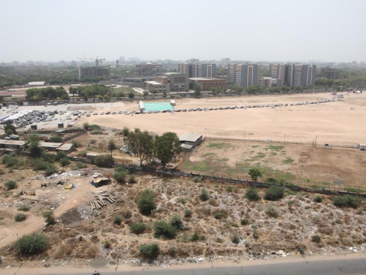 ડોમમાં ટેસ્ટ ઓછા થતા ડ્રાઈવથ્રૂ ટેસ્ટમાં ભીડ ઊમટી|અમદાવાદ,Ahmedabad - Divya Bhaskar