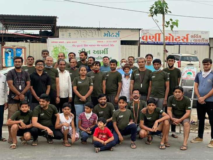 સુરતમાં ગ્રીન આર્મી ગ્રુપ દ્વારા શહેરને હરિયાળું બનાવવા રસ્તાની આજુબાજુ વૃક્ષો વાવવા લાગ્યા|સુરત,Surat - Divya Bhaskar