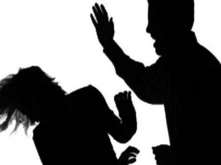 આણંદમાં સાસરીયાએ શારીરિક-માનસિક ત્રાસ આપી પરિણીતાને પુત્ર સાથે ઘરમાંથી કાઢી મૂકી, વડોદરા મહિલા પોલીસ સ્ટેશનમાં 8 સામે ફરિયાદ વડોદરા,Vadodara - Divya Bhaskar