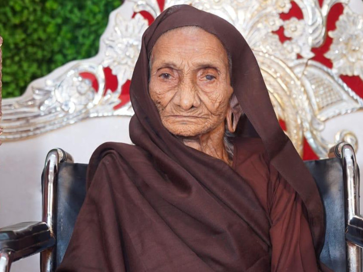 સુરતમાં રહેતા 105 વર્ષના ઉજીબા સામે કોરોનાએ શરણાગતિ સ્વિકારી, માજી કહેતા,' કોરોના મારું કંઈ ન બગાડી શકે' સુરત,Surat - Divya Bhaskar